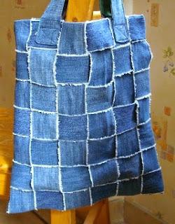 http://www.muyingenioso.com/bolso-reciclando-antiguos-pantalones-vaqueros/