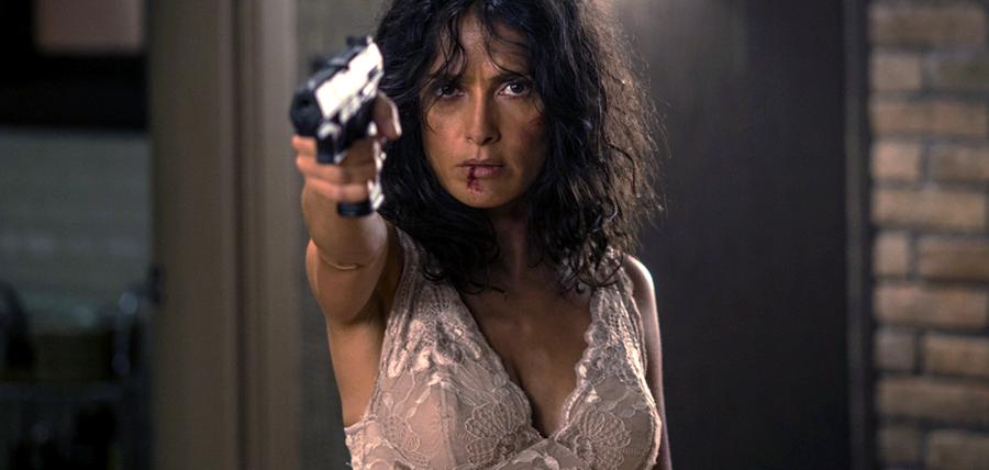 Salma Hayek în filmul de acţiune Everly