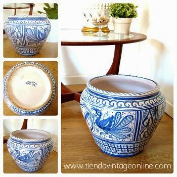 Comprar macetero cerámico con detalles florales color azul online.