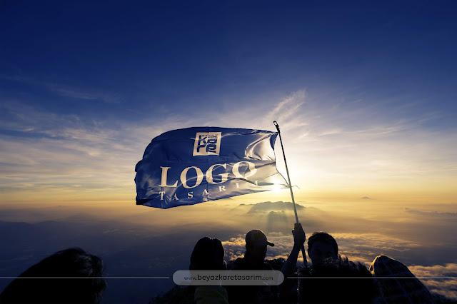 3D logo tasarımı dalgalanan zirve bayrak