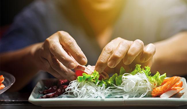 Makan Menggunakan Tangan Sangat Baik untuk Kesehatan
