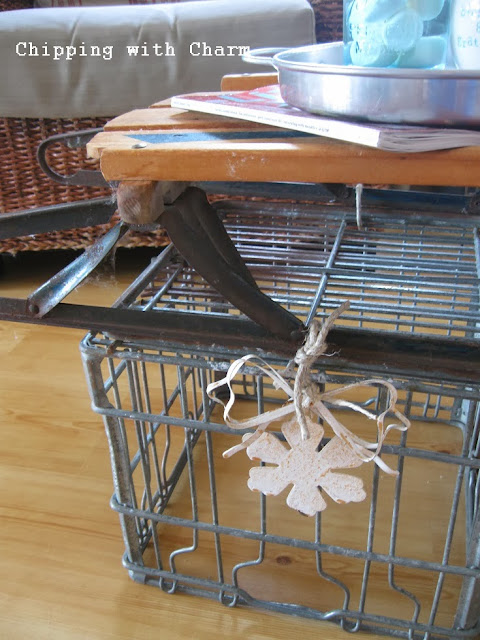 Chipping with Charm: Sled Coffee Table...http://www.chippingwithcharm.blogspot.com/