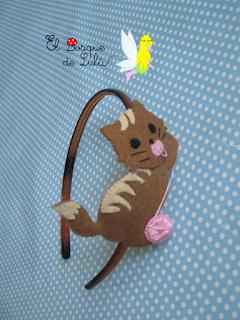 diadema-gato-gatito-fieltro-felt-feltro-cat-elbosquedelulu-hechoamanoparati-regalo-personalizado-peinado-niña-infantil