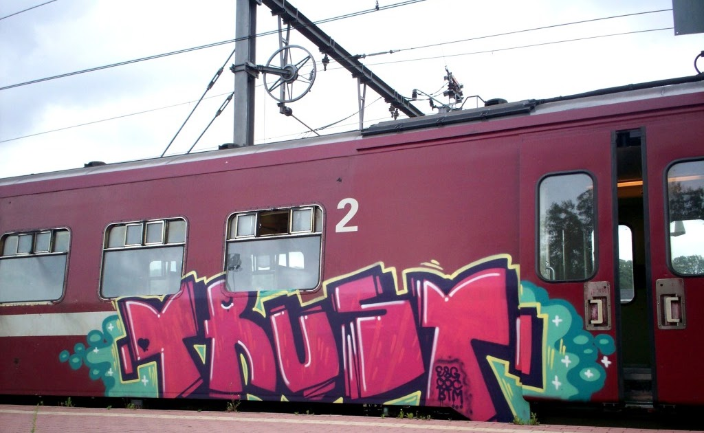 574fe19b6f746c E8G 00C BTM - TRUST - Graffiti Art On Trains -