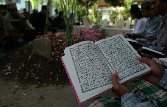 Image result for Sampaikah Bacaan Al-Qur'an Kepada Mayit?
