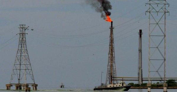 Cambio en política exterior de EEUU eleva posibilidad de un embargo petrolero a Venezuela