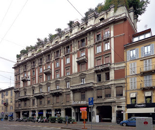 The Teatro Carcano is in Corso di Porta Romana on the  south-east side of Milan city centre