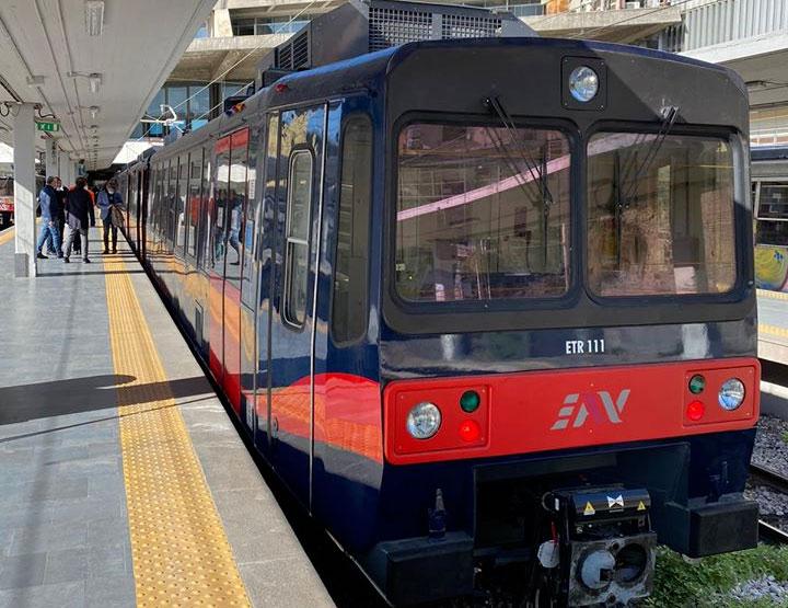 Treno revampizzato della Circumvesuviana