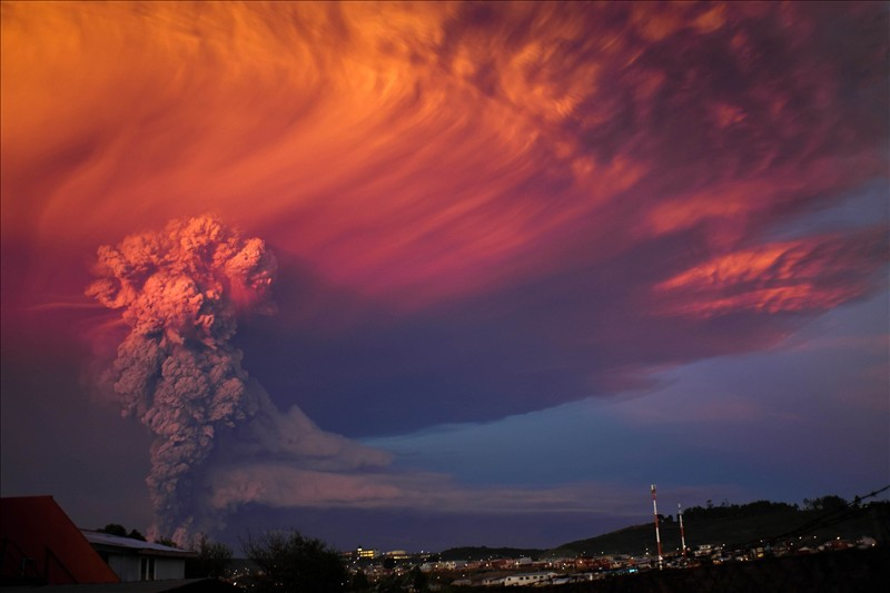 Volcanic eruption in these photos in HD 1