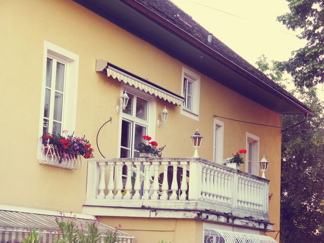 Chachamisu photography by Nataya Anindira - wander, beautiful things, Austria, small town, spring-summer, sunrays, sunny day, vintage, architecture, lovely pretty balcony, exterior