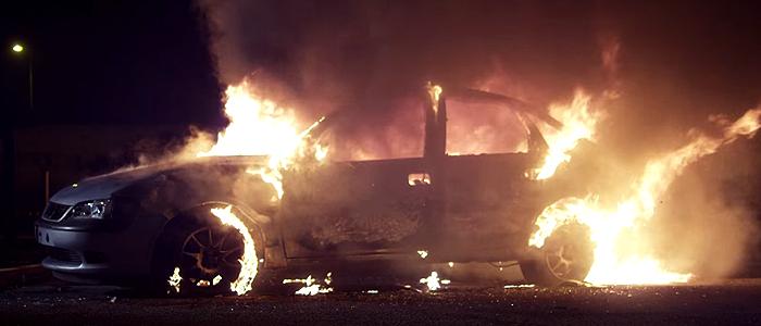 Martin Garrix - Animalsのプロモーションビデオに使われている車は、オペル・ベクトラB