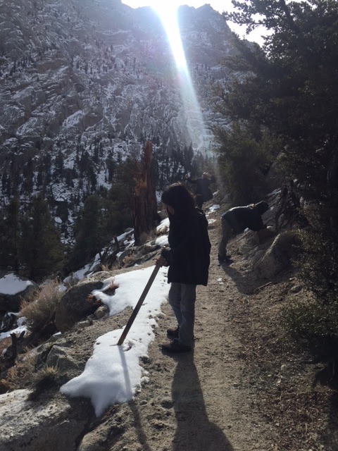 Mathew-Curran-Cassie-Ziggy-Rocket-Jo-Hike-Mount-Whitney-Trail-snow