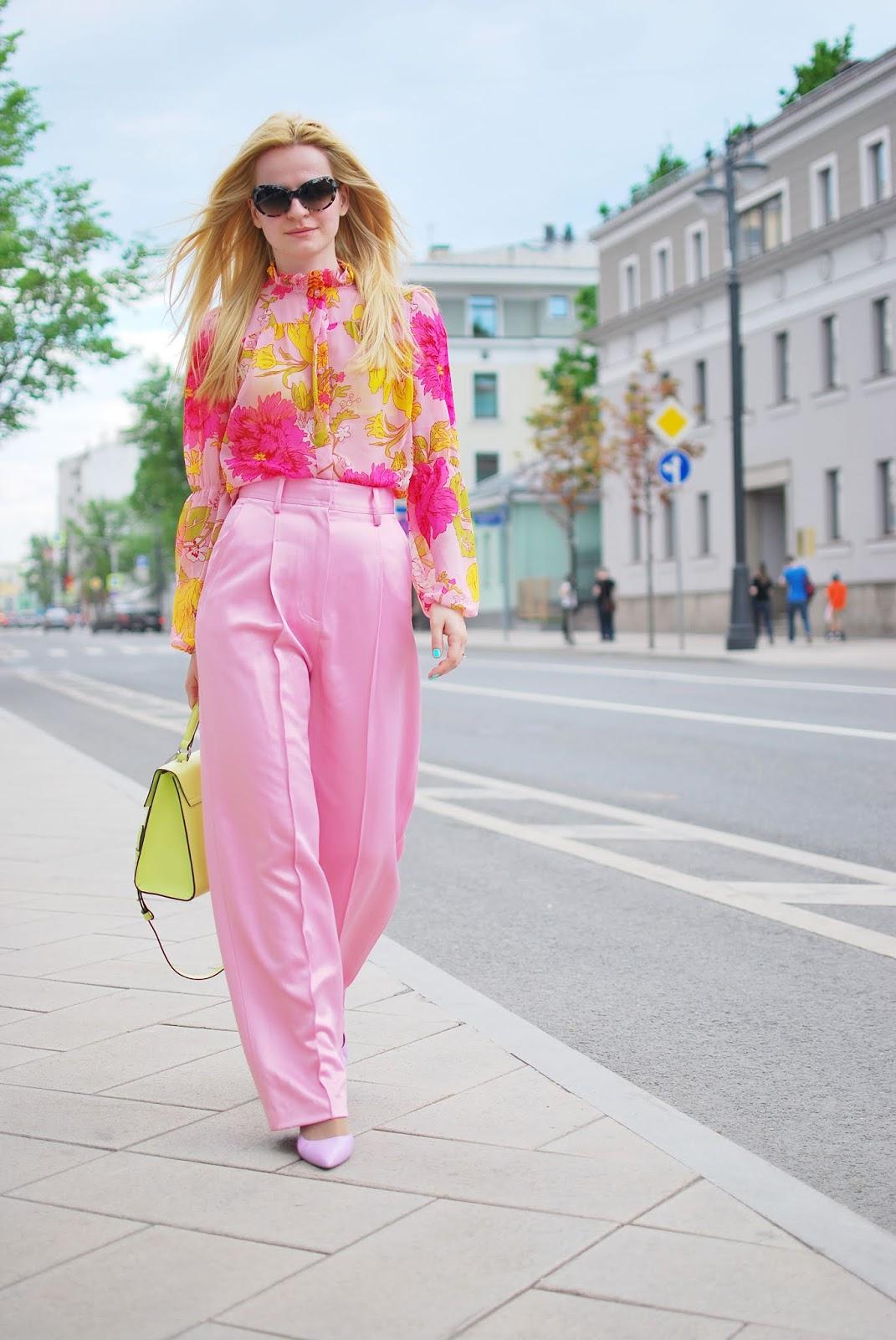 costa de la moda летний образ с брюками розового цвета