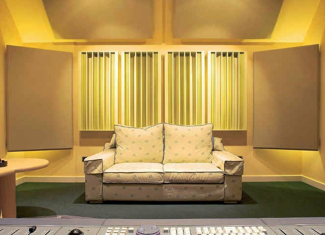 the importance of acoustic sound diffusion in recording studios 5 reasons creative edge music. Black Bedroom Furniture Sets. Home Design Ideas