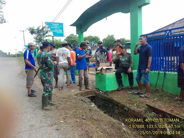 Warga Kecamatan Plakat Tinggi Gelar Gotong Royong