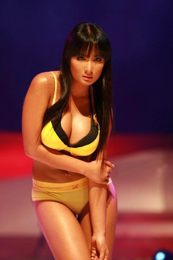 ehra madrigal sexy bikini pics 01