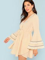 https://fr.shein.com/Layered-Tassel-Detail-Drawstring-Waist-Dress-p-558018-cat-1727.html?aff_id=34669