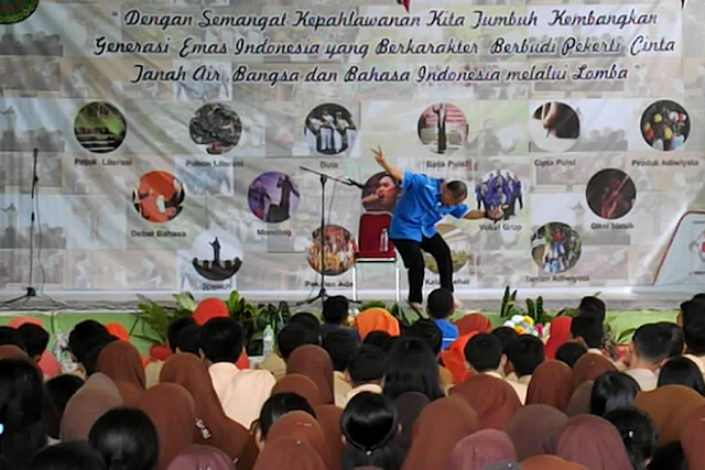 Peringatan Bulan Bahasa, Kak Agus DS Mendongeng di SMA N 1 Pangkalan Kerinci