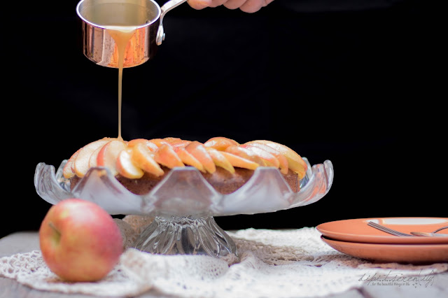 Caramel Apple Cake mit Brandy-Karamell-Soße