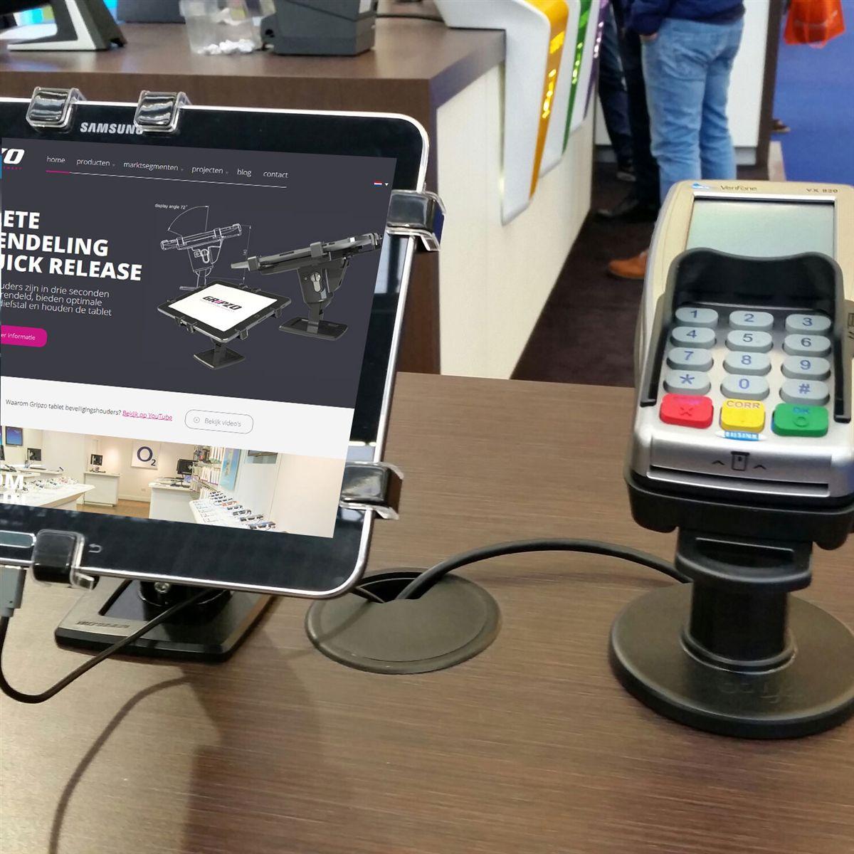 三星GALAXY採用Gripzo平板防盜架做為門市展售的防盜方案,平板防盜展示架