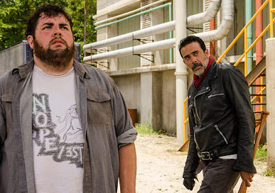 Fat Joey (Joshua Hoover) e Negan (Jeffrey Dean Morgan)