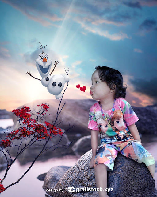 Free Download PSD Mockup - Manipulation Child With Doll Frozen