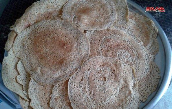 """""""اللزاقيات""""من المأكولات الشعبية لاتزال حاضرة في محافظة السويداء (صور)"""