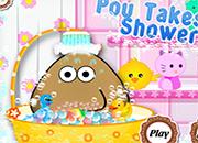 Pou takes a shower juego
