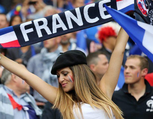 pendukung cantik dan seksi dari Prancis