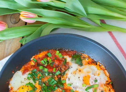 Śniadaniowo mi #13: Szakszuka, czyli jajka w pomidorach