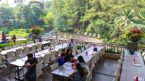 wisata keluarga di bogor Cimory Riverside
