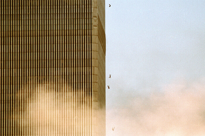 18 Rare Historical 9/11 Photos That You Most Possibly Haven't Seen Before - People Falling From The Towers