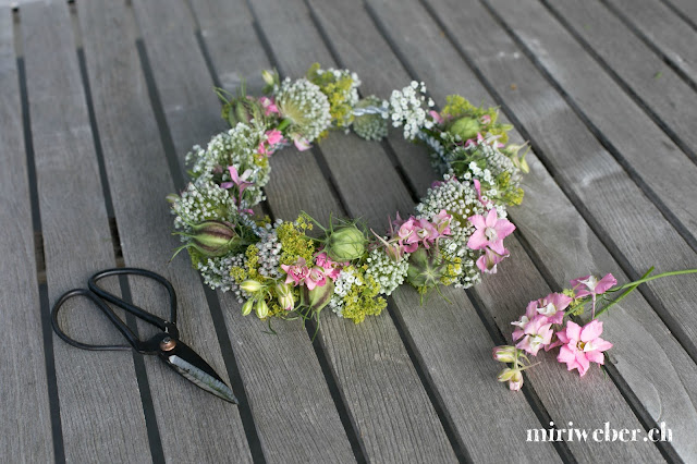 DIY Haarkranz, Haarkranz selber machen, Blumenhaarkranz selber machen, Kreativblog Schweiz, DIY Blog Schweiz, Schweizer DIY Blog, Blumendeko selber machen, Blumenkranz selber machen, Kreativblog