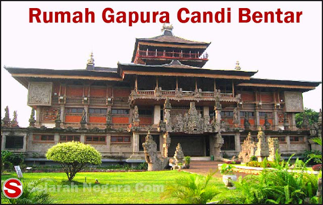 Foto Rumah Adat Bali Gapura Candi Bentar
