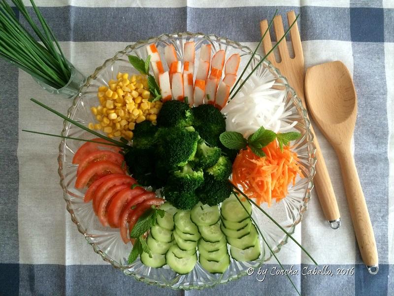 ensalada-brócoli-verduritas-mesa