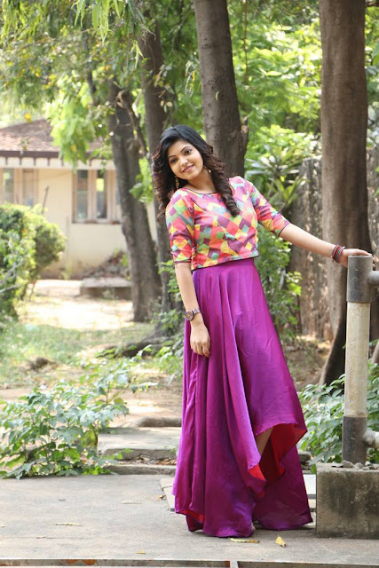 actress cute images Athulya Ravi