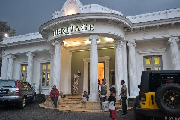 http://www.catatan-efi.com/2016/06/hotel-murah-dan-strategis-di-bandung.html
