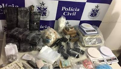 Drogas e armas foram apreendidas na operação policial