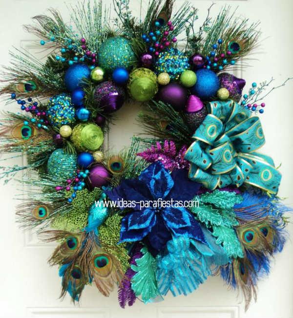 Corona navideña con plumas