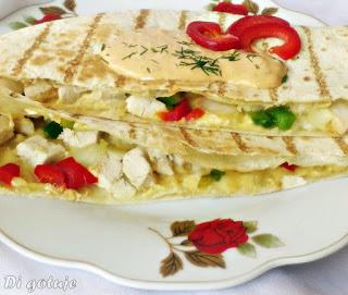 Quesadilla z kurczakiem i papryką