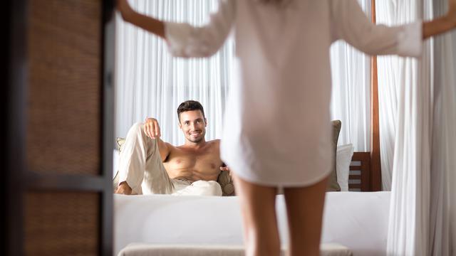 5 Tips Seks Gunakan Film Porno untuk Panaskan Ranjang Pasutri