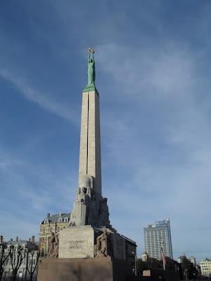 monumento de la libertad en riga