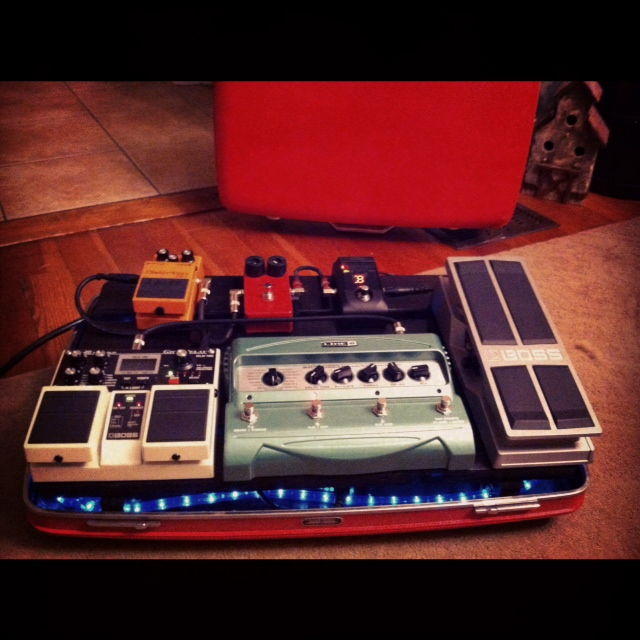 the saltbox how to make a vintage suitcase pedal board. Black Bedroom Furniture Sets. Home Design Ideas