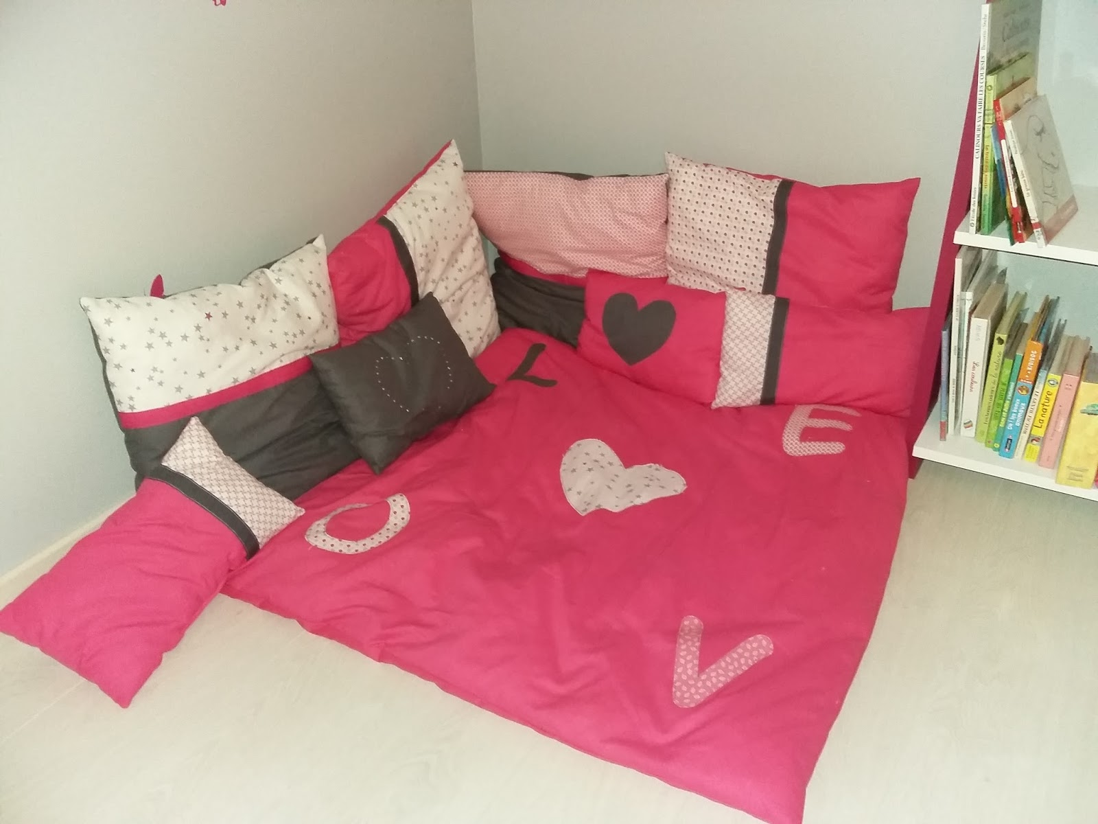 coin lecture enfant coin lecture pour les petits tapis oreiller fille coussins dtente angle. Black Bedroom Furniture Sets. Home Design Ideas