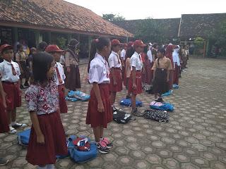 Siswa SD Cilamaya Wetan Beradu Kompetensi Akademik Demi Ini..