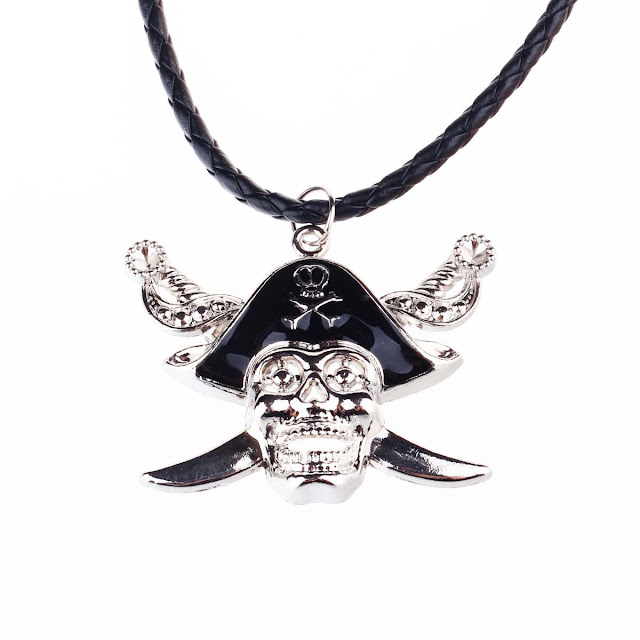 Vintage Gothic Pirate Skull Style Necklace w/ Artificial Leather Rope - Silver
