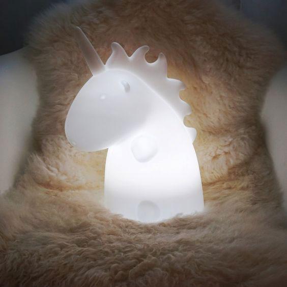 idee regalo natale per lei, Natale 2016, TroppoTogo.it, pantofole unicorno, lampada insegna cinema