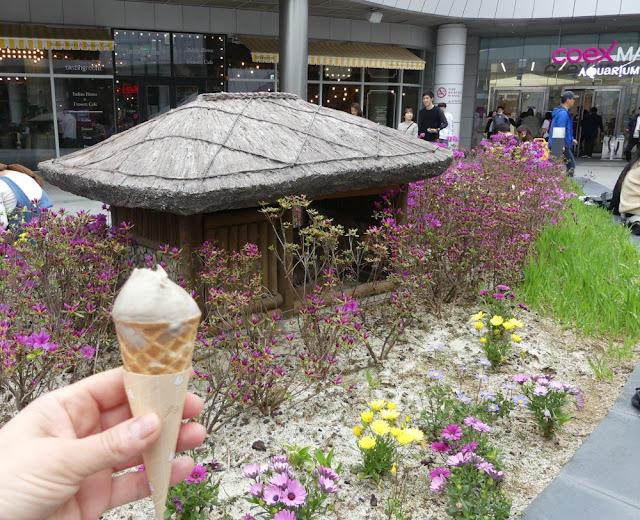 Seoul - Leckeres Gingseng-Eis vor dem COEX-Komplex, auf dem Weg zur Metrostation