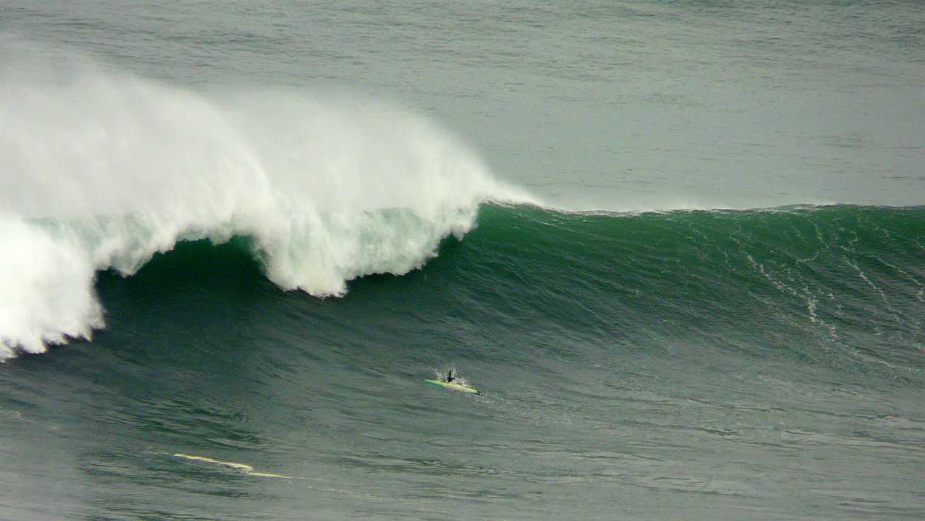 surf menakoz diciembre 2015 olas grandes 49