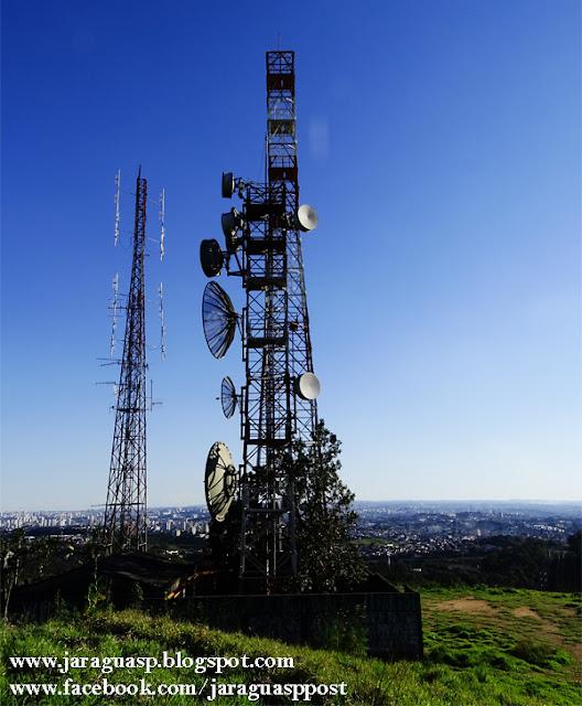 A vista do alto do morro onde estão instaladas as torres no Jardim Bandeirantes é privilegiada, por isso, muita gente faz dali um ponto turístico informal